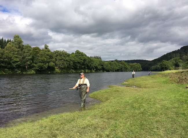 Book yourself a fascinating introduction to the world of Scottish salmon fishing on Scotland's renowned big fish destination via a fully guided River Tay salmon fishing experience.