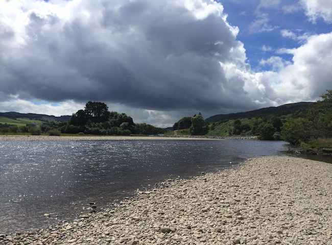 Book yourself a day out in River Tay paradise via a guided salmon fishing experience with a top professional Tay salmon guide. Your fishing effort on a big river like the Tay needs to be well calculated for a salmon so don't let guesswork ruin your chances of action.