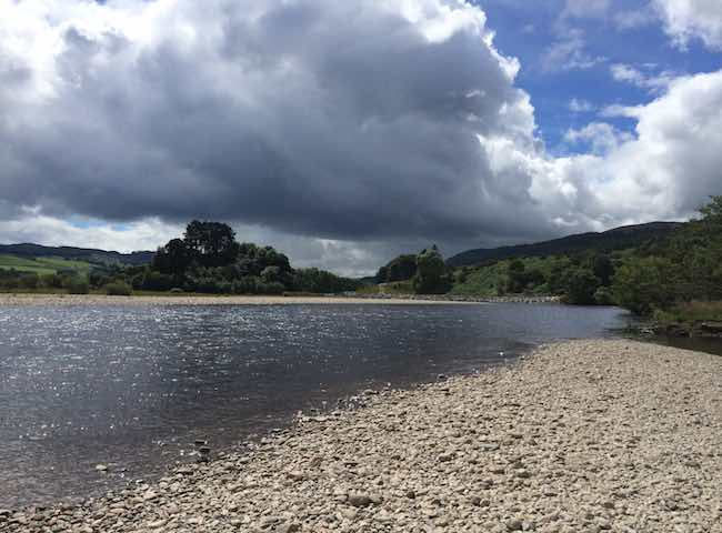 There's nothing that beats the feeling of getting out into a beautiful Scottish riverbank wilderness in pursuit of the world's most treasured fresh water gamefish. Welcome to Scotland's number one salmon fishing destination the mighty River Tay.